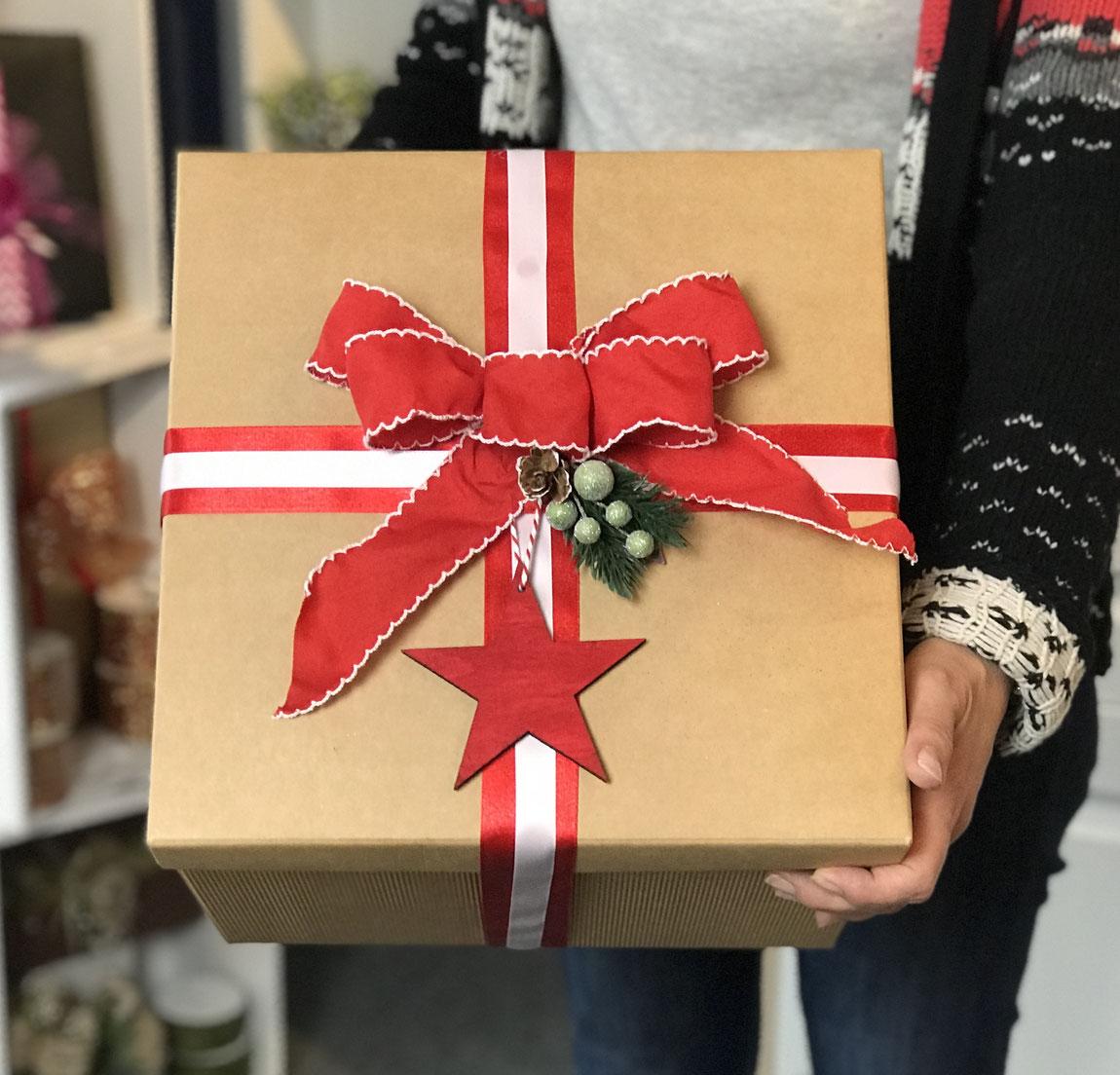 XL Geschenkbox Natur mit rotem Geschenkband