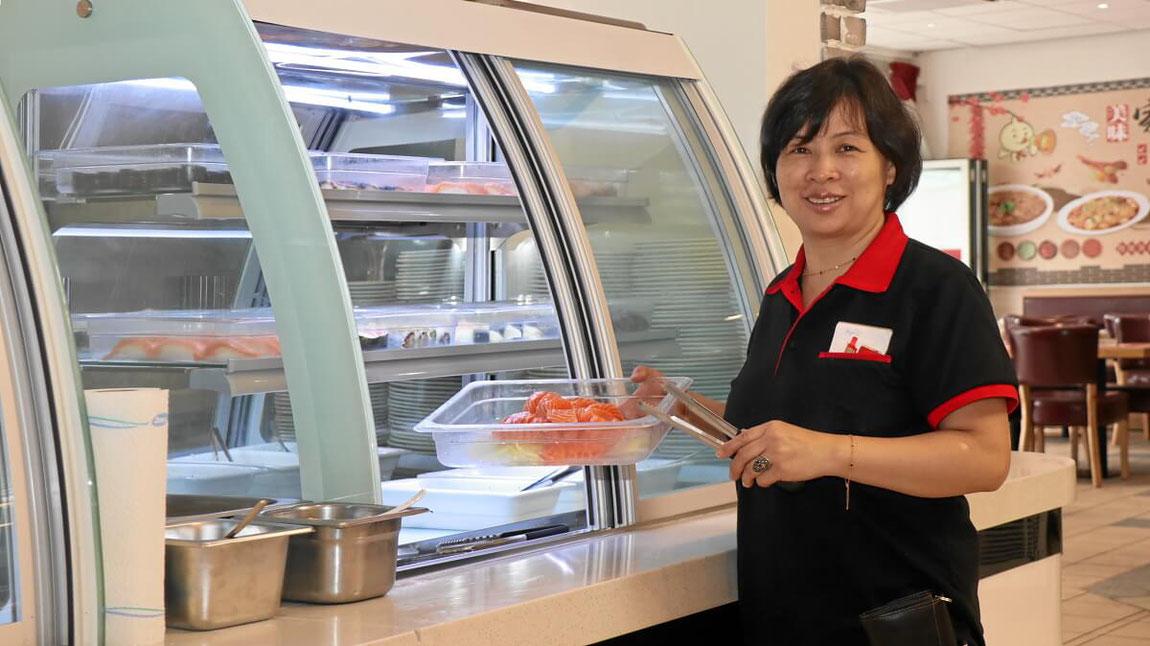 Restaurant Chefin Liang Xing SUN, die das Restaurant mit ihrer Familie führt