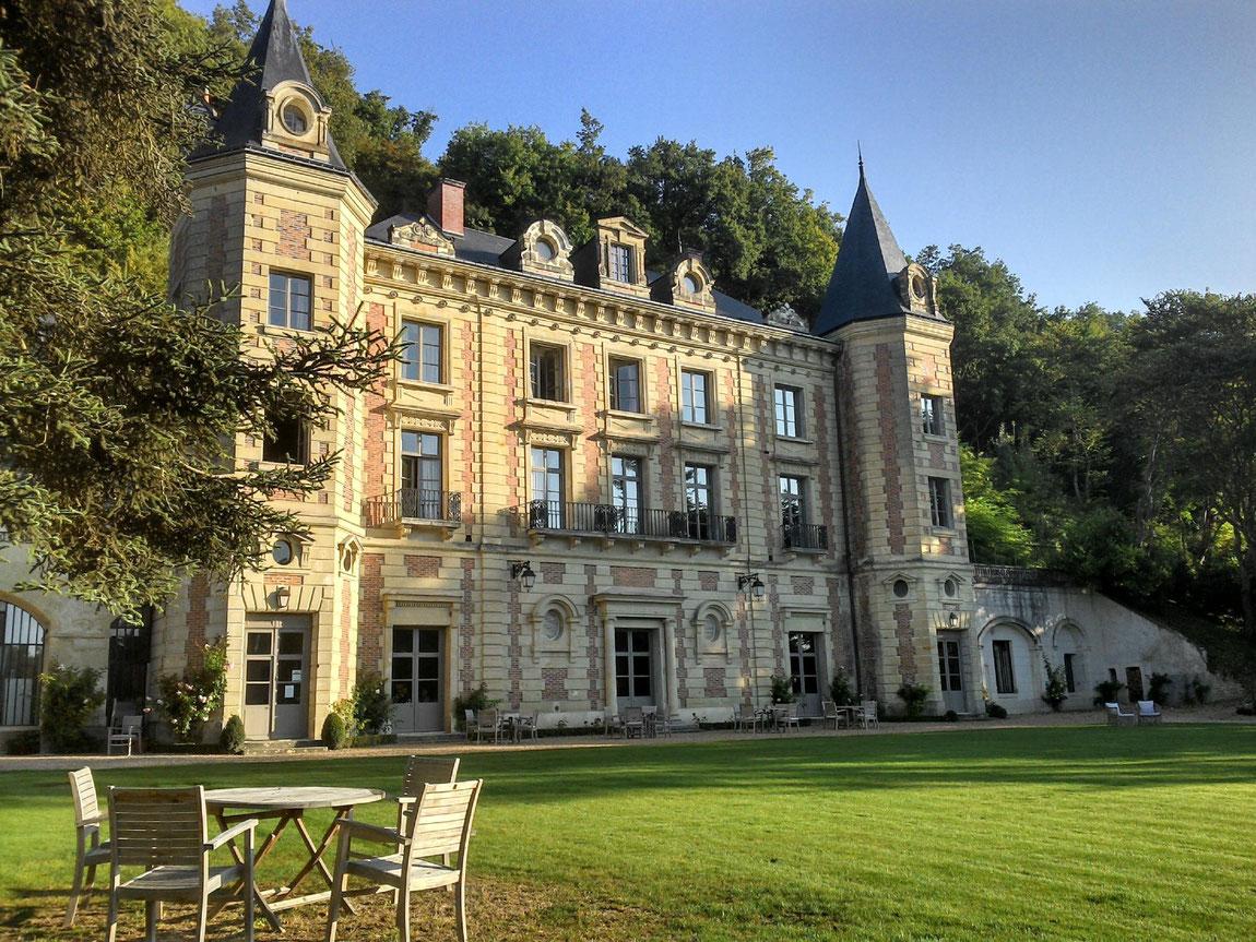 Blick aufs Schloss de Perreux vom Garten aus