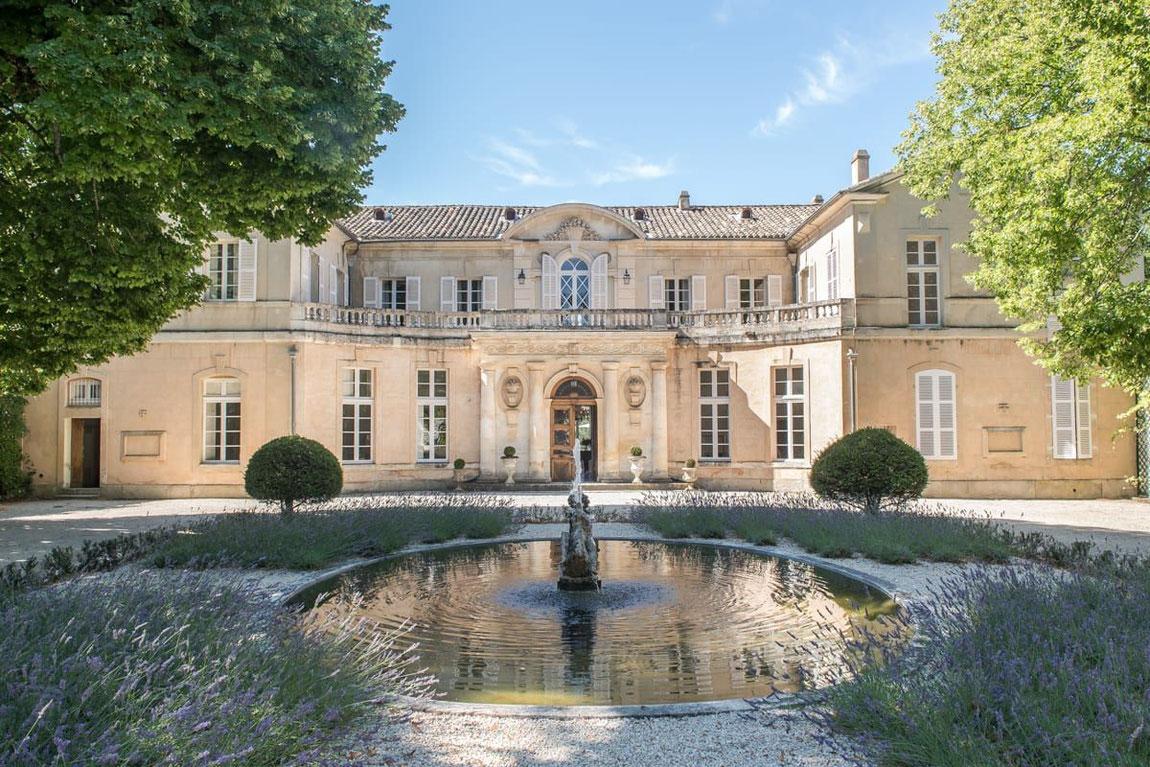 Innenhof des Château Martinay bei Carpenteras