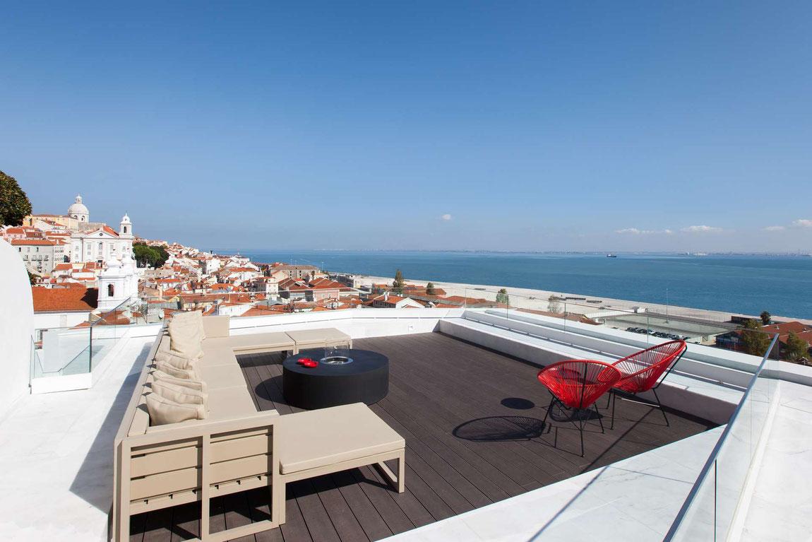 Dachterrasse des Memmo Alfama Hotels in Lissabon