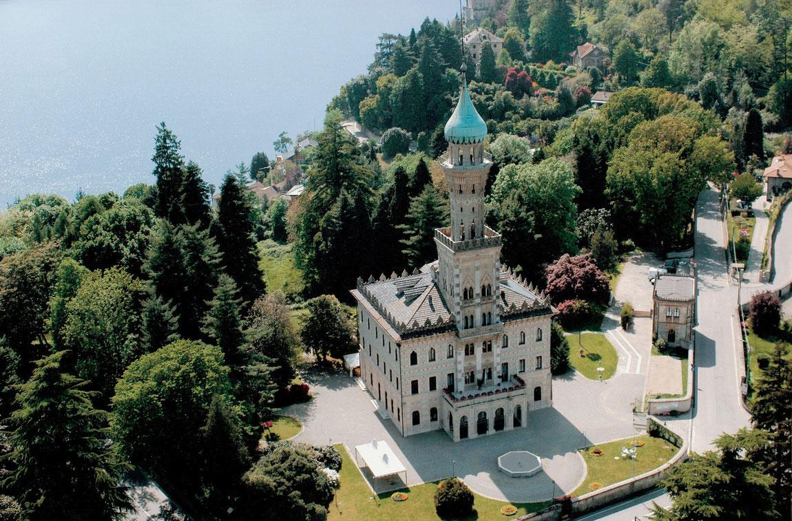 Villa Crespi von oben mit Blick auf den See