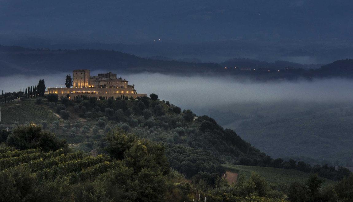 Castello di Velona Nachtaufnahme von weitem