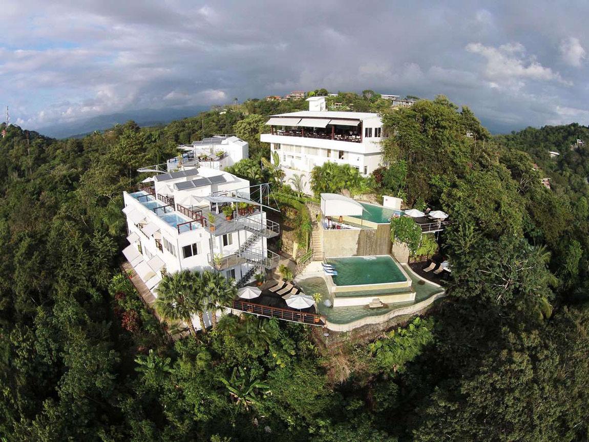Hotelansicht des Gaia Hotels aus der Luft