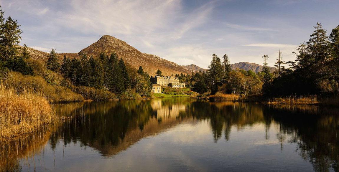 Blick vom See aus auf Ballynahinch Castle