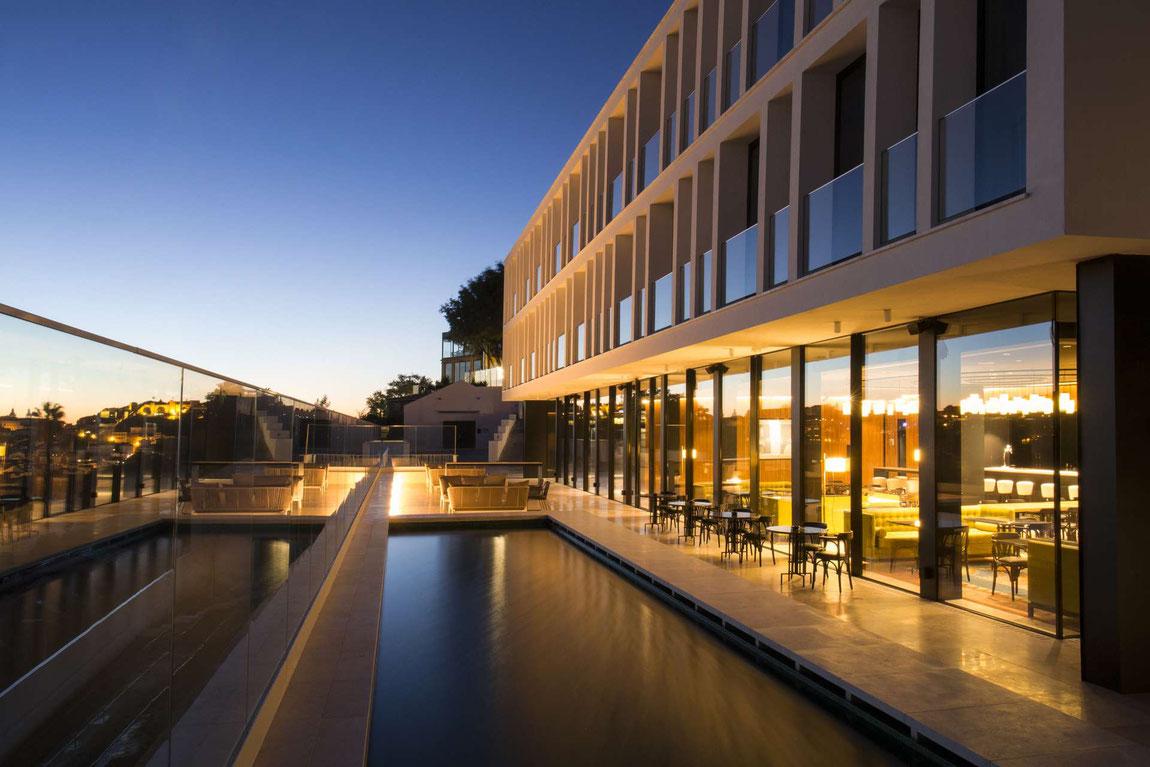Memmo Principe Real Hotel von aussen bei Nacht