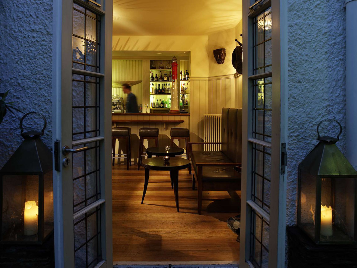 Tresanton Eingang zur Bar am Abend