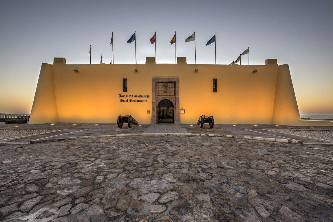 Fortaleza do Guincho am Abend von aussen