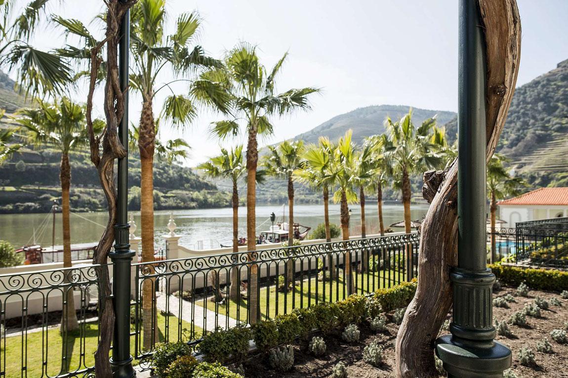 Garten des Vintage House Hotels mit Douro-Blick