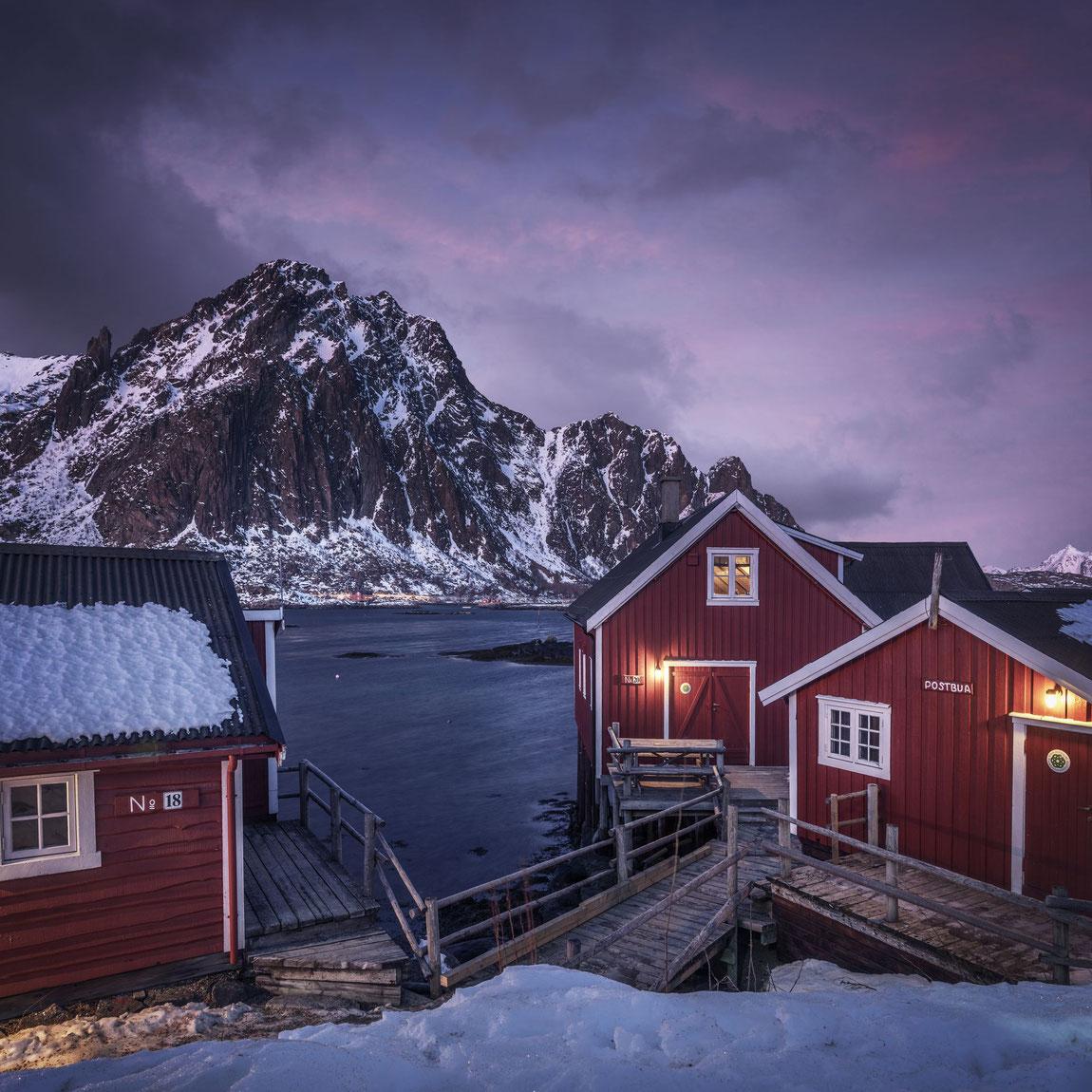 Svinoya Rorbuer Hütten am Fjord bei Svolvaer
