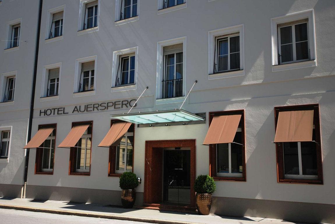 Strassenansicht Hotel Auersperg