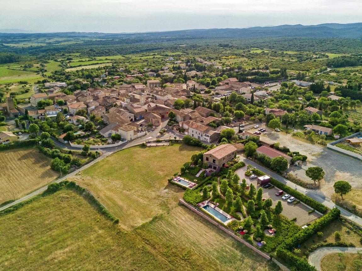Dorfansicht von oben - Edles und charmantes Castigno Village und Château
