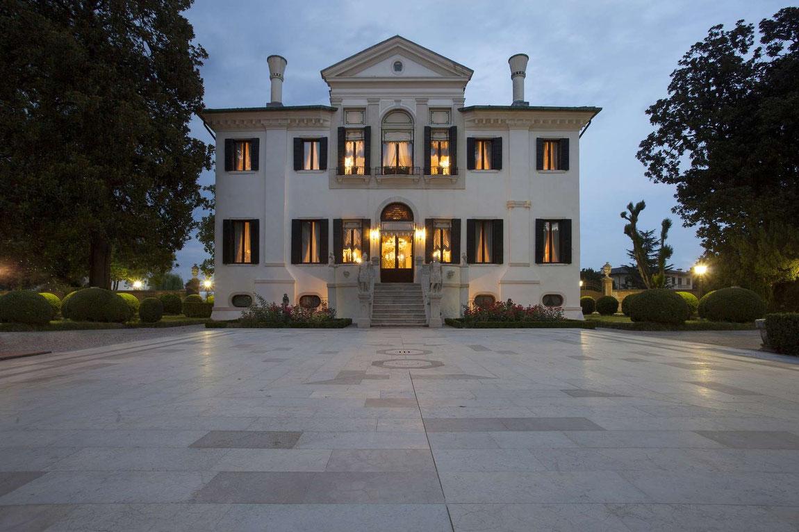 Villa Franceschi im Abendlicht