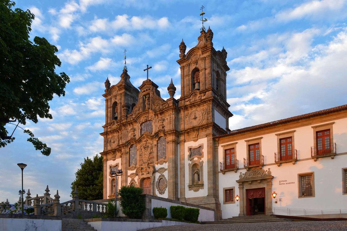 Blick am Abend auf die Pousada Mosteiro de Guimaraes