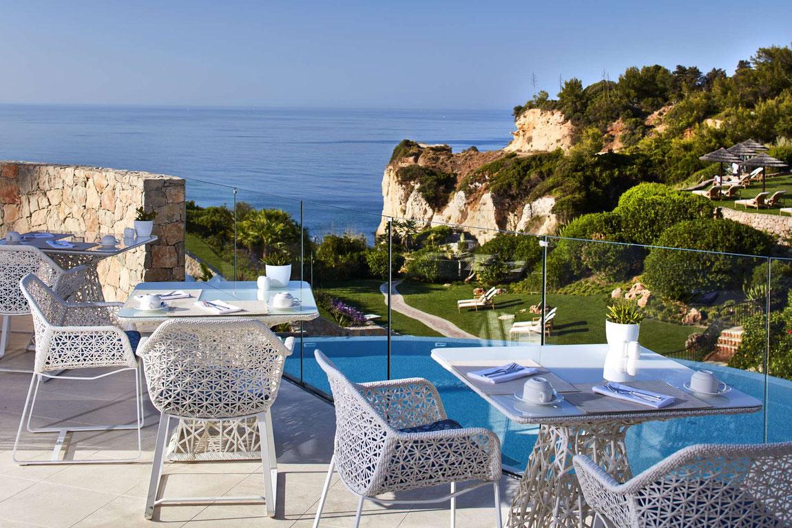 Blick von der Terrasse aufs Meer vom Vila Vita Parc Reosrt