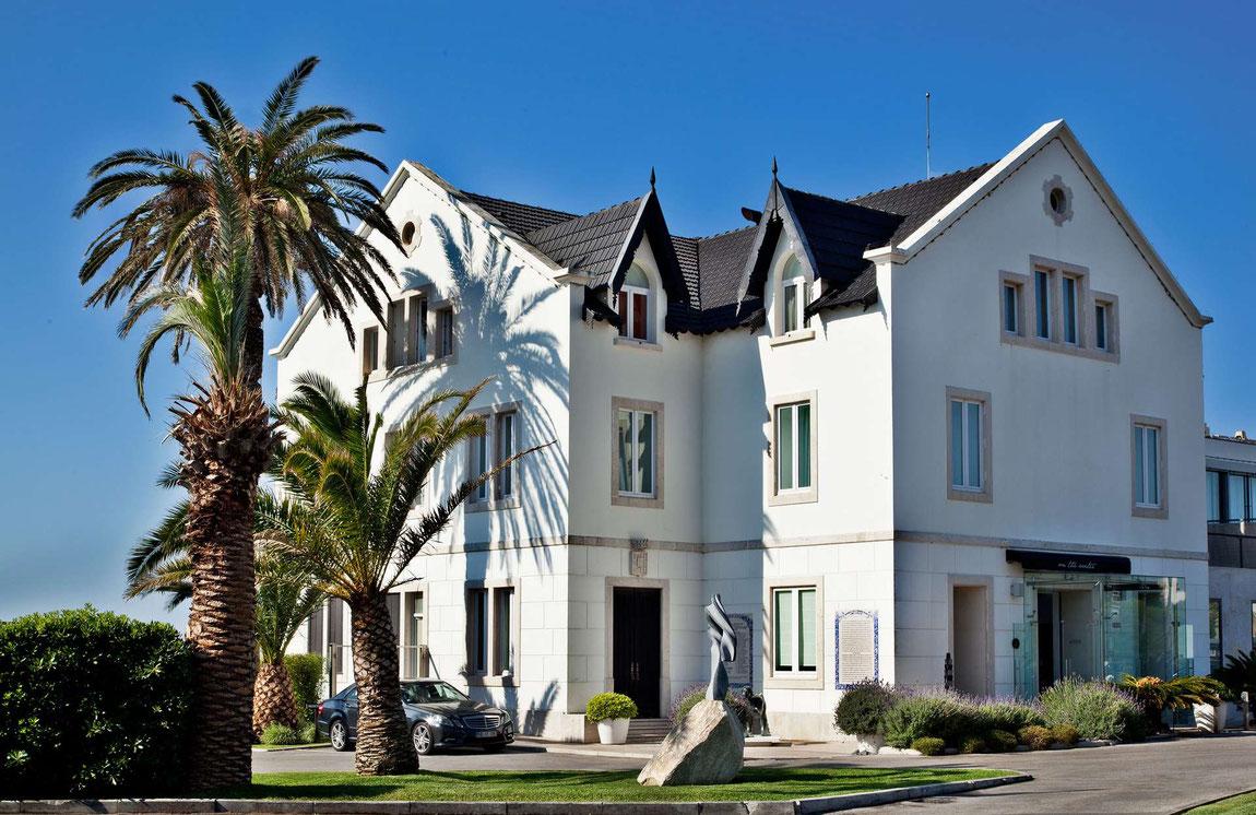 Außenansicht mit Palmen - Farol Design Hotel