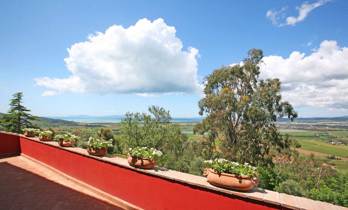 Blick von der Terrasse des Relais Vedetta auf die Landschaft