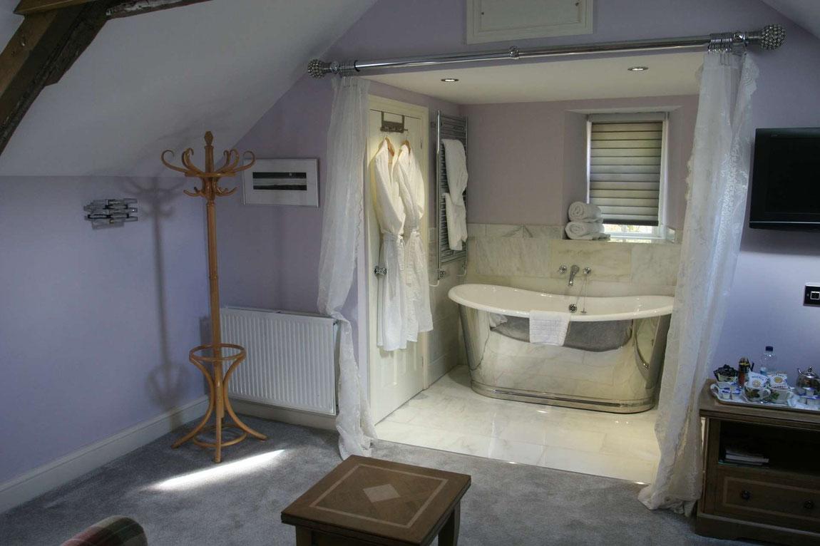 Zimmer mit Luxus-Badewanne