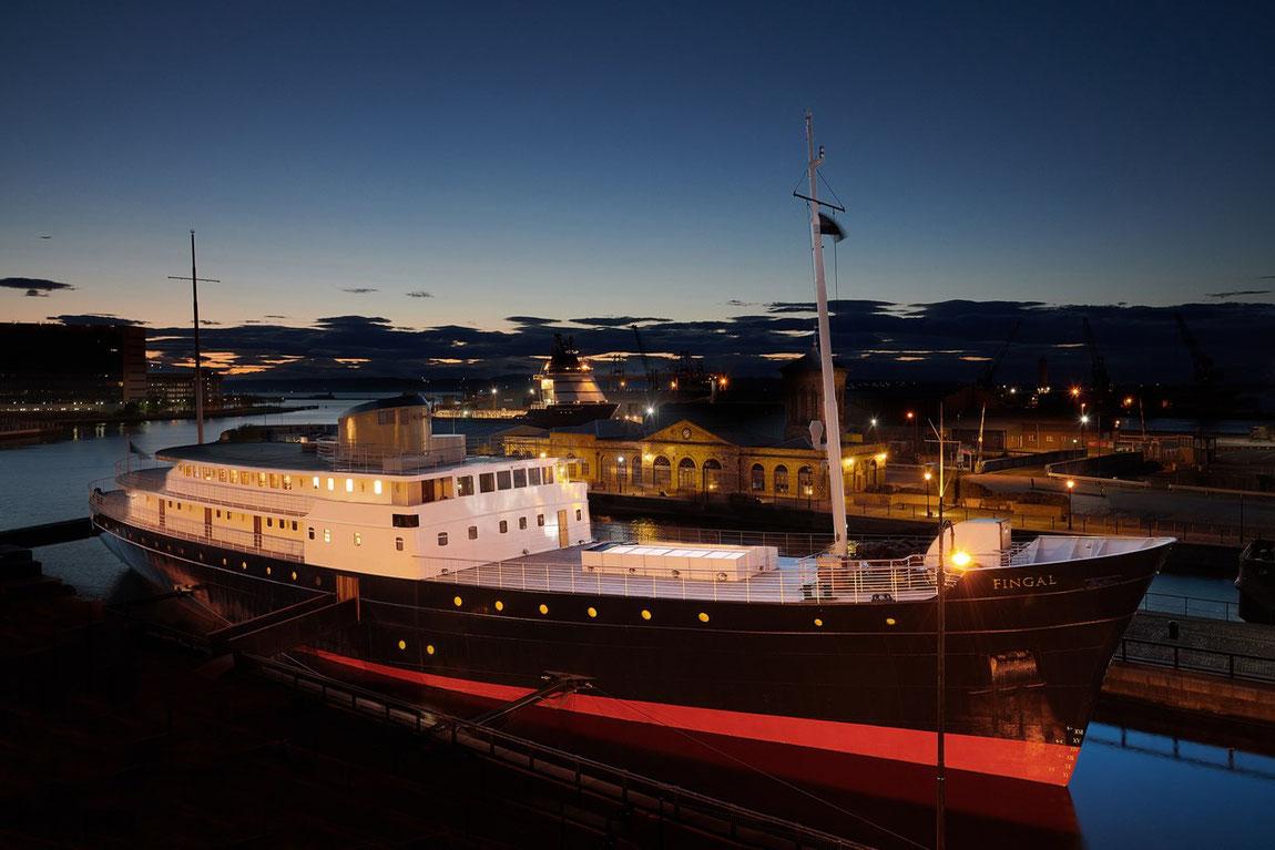 Yacht Fingal im Hafen von Edinburgh.