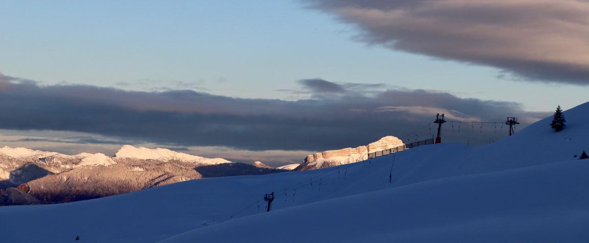 Chamrousse - Au petit matin après d'abondantes chutes de neige nocturne - Départ pour déclenchements préventifs - Janvier 2019 - © Guillaume D