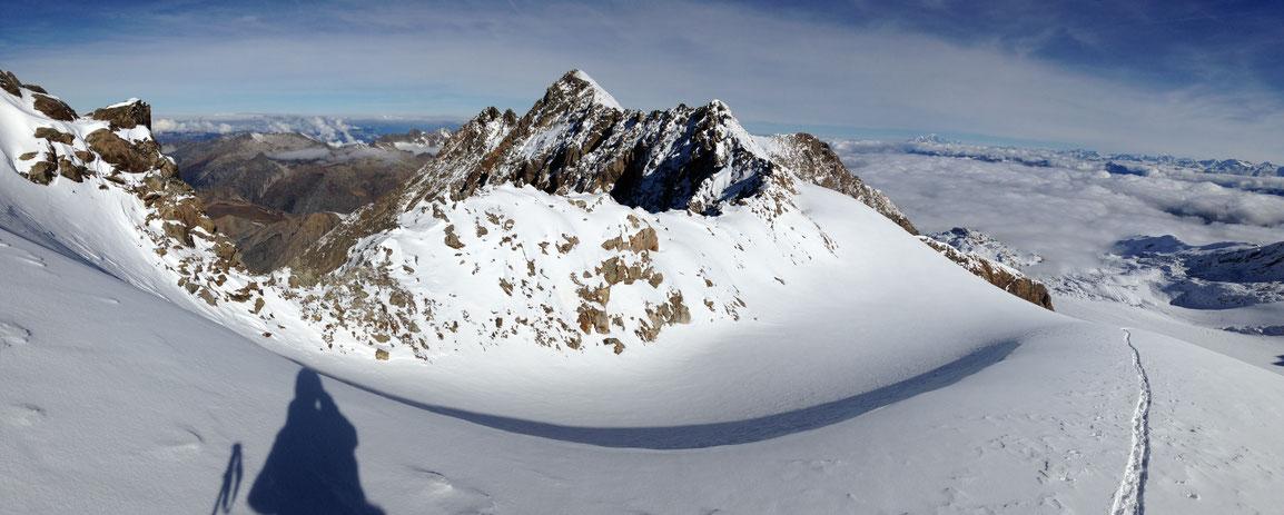 Col de la Barbarate, avec ma trace, la mer de nuages sur la Maurienne et le Mont Blanc au loin
