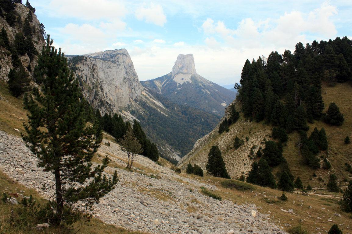 Vue depuis le Pas de l'Aiguille sur le Mont Aiguille
