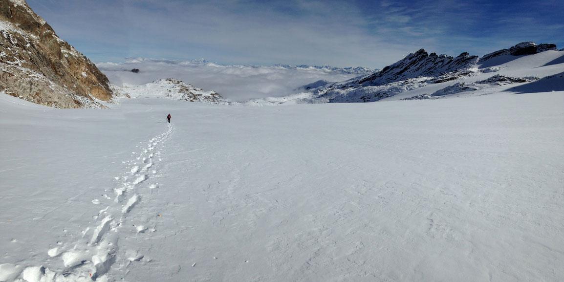 Nos traces de montée déjà recouvertes par le transport de cette neige fraîche hyper légère