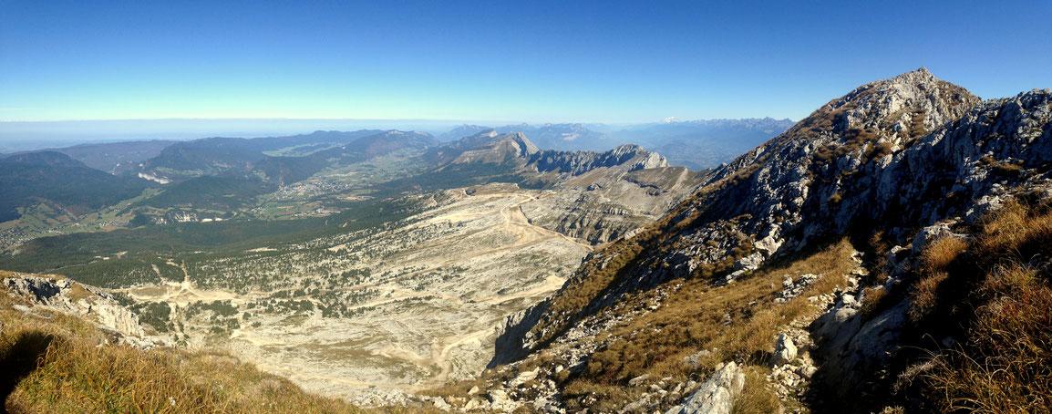 Panoramique depuis la Grande Moucherolle (2284 m), vue sur les plateaux du Vercors
