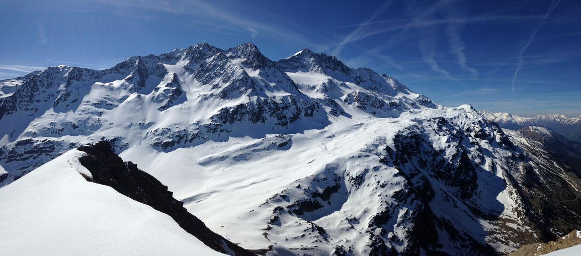 Le Pic de l'Étendard et ses sommets voisins depuis les Aiguillettes de Vaujany