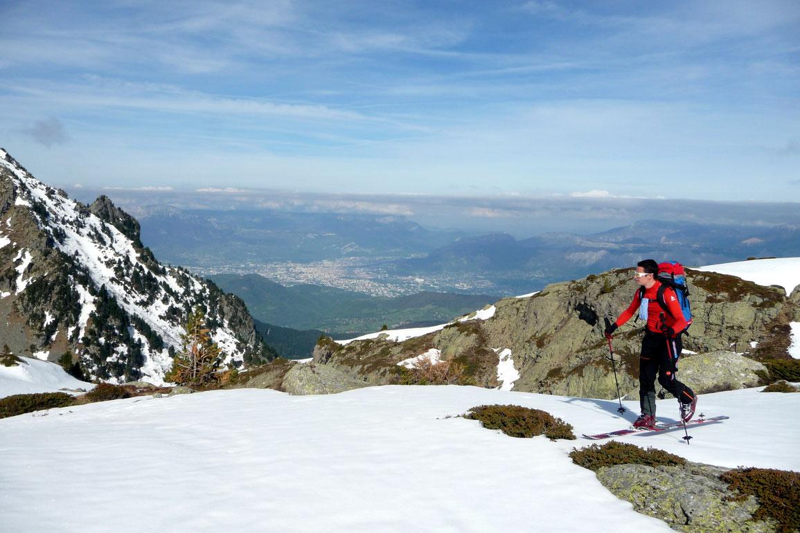 Belle montée avec en arrière plan Grenoble