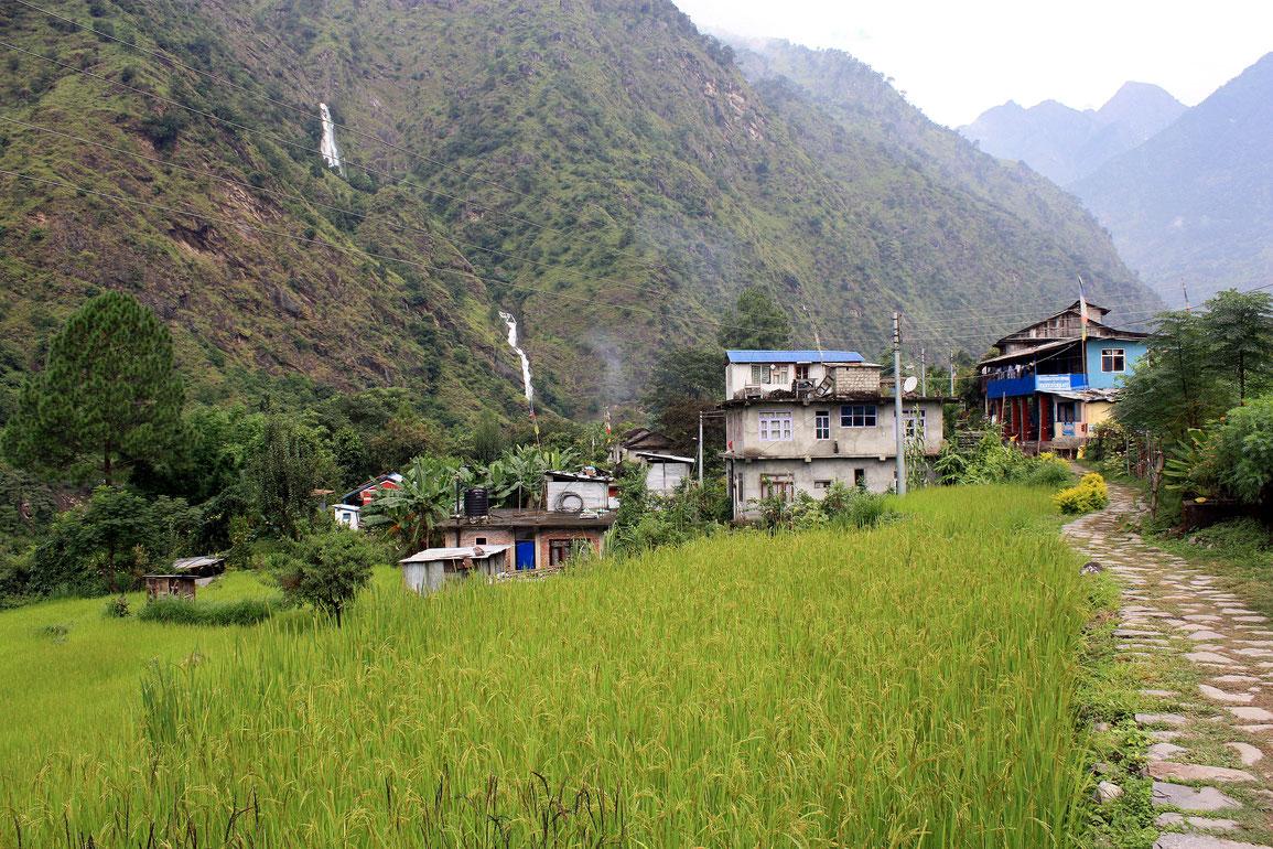 Entrée dans le village Ghermu Phant avant de traverser en rive droite de la Marsyangdi Nadi