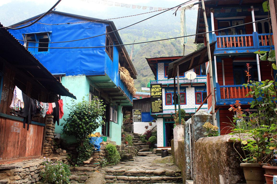 Traversée de Jagat (1300 m) où nous nous sommes arrêté pour manger