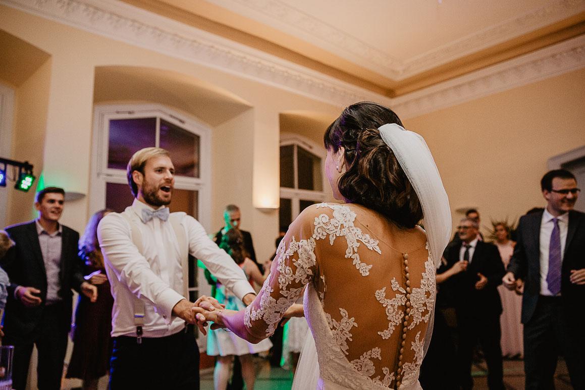 Bild: Hochzeitsfeier Hochzeitsparty Tanz Braut und Bräutigam