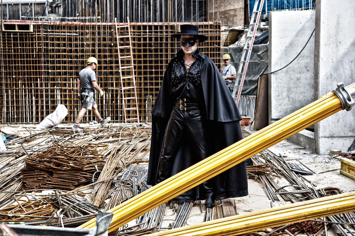 Daniel Prohaska als Mister X / DIE ZIRKUSPRINZESSIN