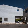 住宅、ガルバリウム鋼板、白い家、鉄骨造