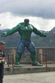 Und mitten in den Bergen steht Hulk !