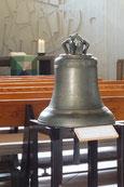 Die alte Glocke dient heute als Opferstock.