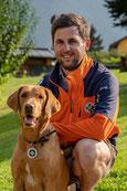 Hans-Peter Kulterer mit Hund Jamie (Ortstellenleiter Stv., Einsatzleiter, Hundeführer)