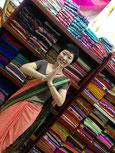 インド同様、サリーを着る文化がある。試着させてもらった!