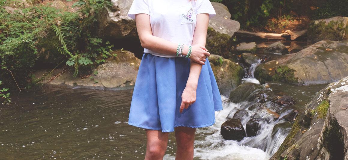 Bracelet ecchymose hoshi et jupe bleu pétale design ecchymose inspiration manga