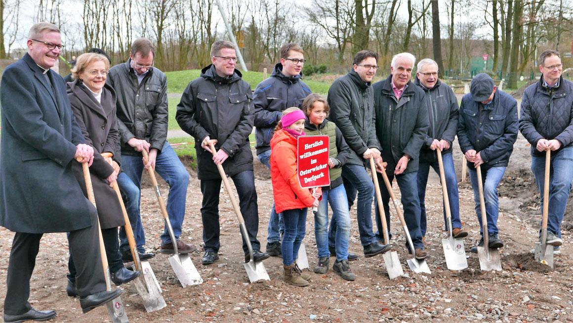 Der erste Spatenstich für den Aufenthaltsraum im Generationenpark Osterwick ist im März 2019 erfolgt.