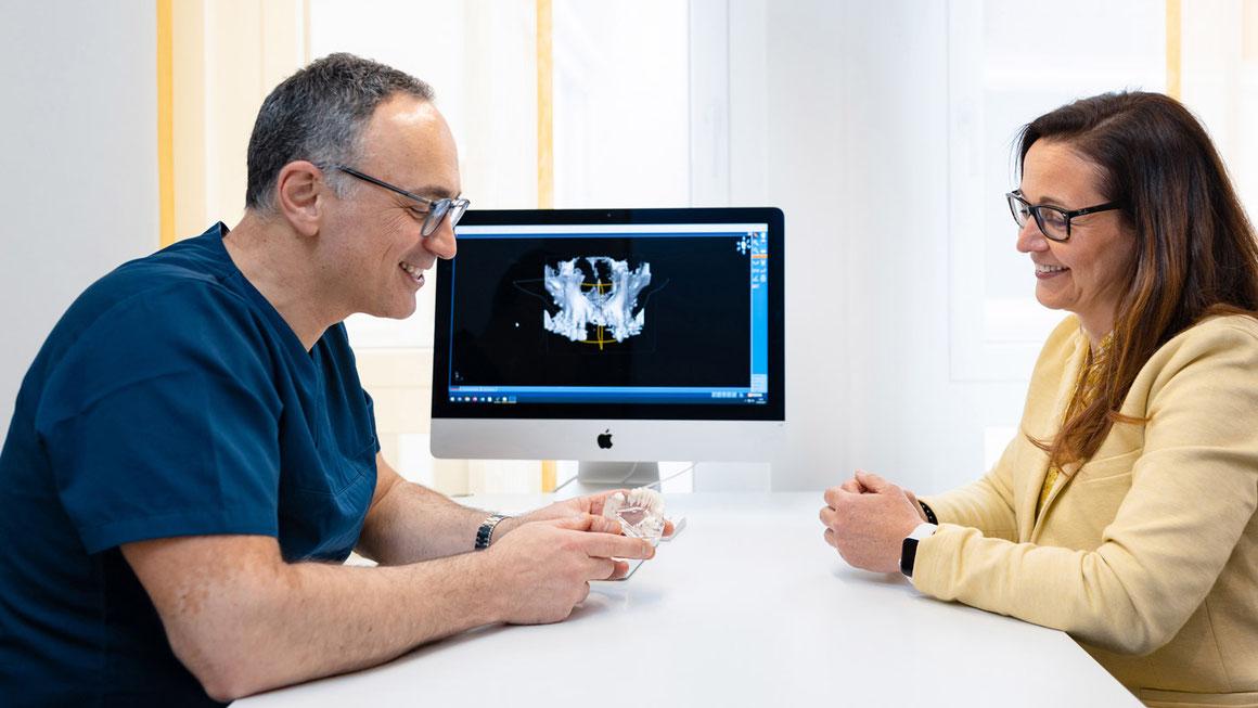 is-fullwidth - Beratungsgespräch Zahnimplantat Dr. Beniashvili Schorndorf