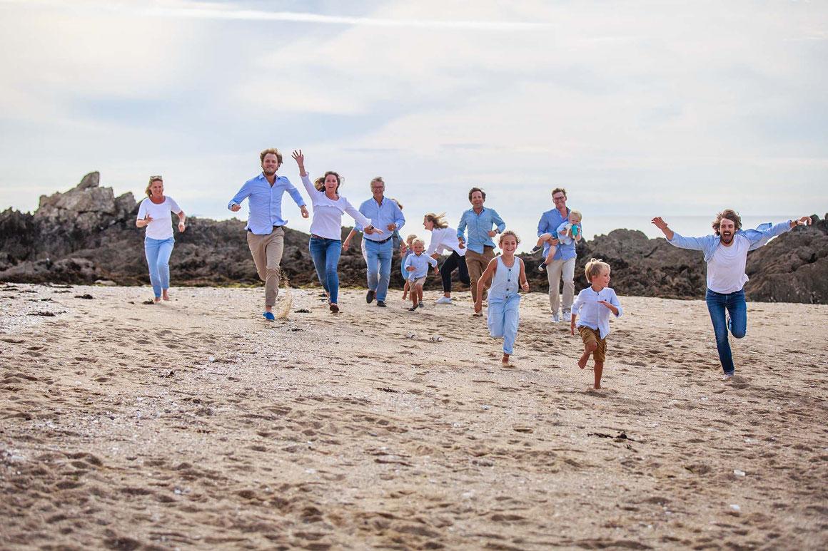 Séance-photo-en-famille-à-la-plage-avec-nils-dessale-photographies
