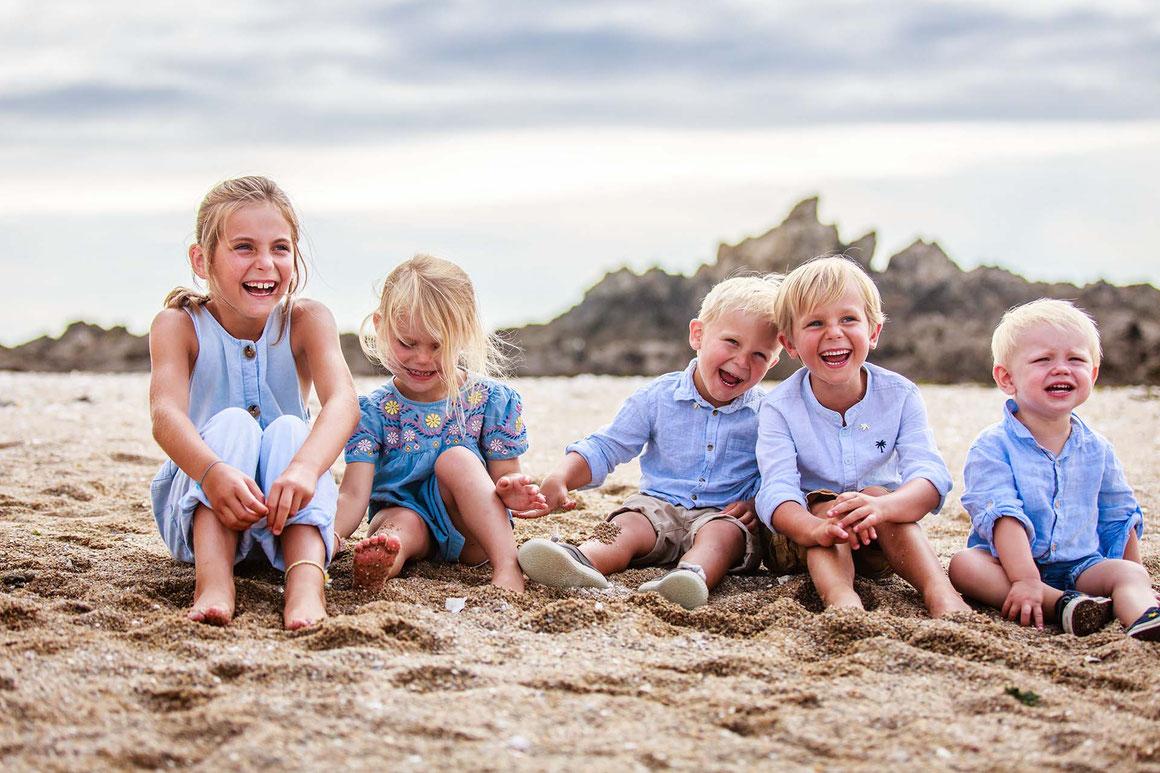 Séance photo portrait familles enfants à la plage avec un Photographe en Loire atlantique, Morbihan avec le Photographe Professionnel Nils Dessale
