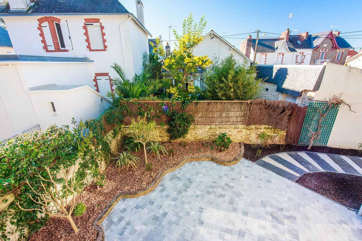 Création d'un jardin, d'une terrasse et d'une allée en harmonie au pouliguen
