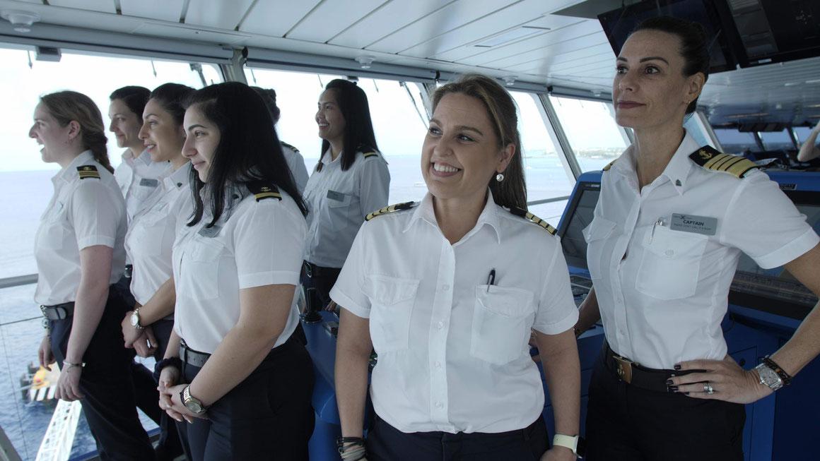 Celebrity Cruises weibliche Crew