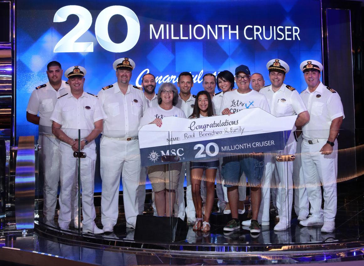 Der glückliche 20-millionste Passagier Roul Bonachea erhielt für sich und seine Familie ein Upgrade für den MSC Yacht Club |©MSC Kreuzfahrten