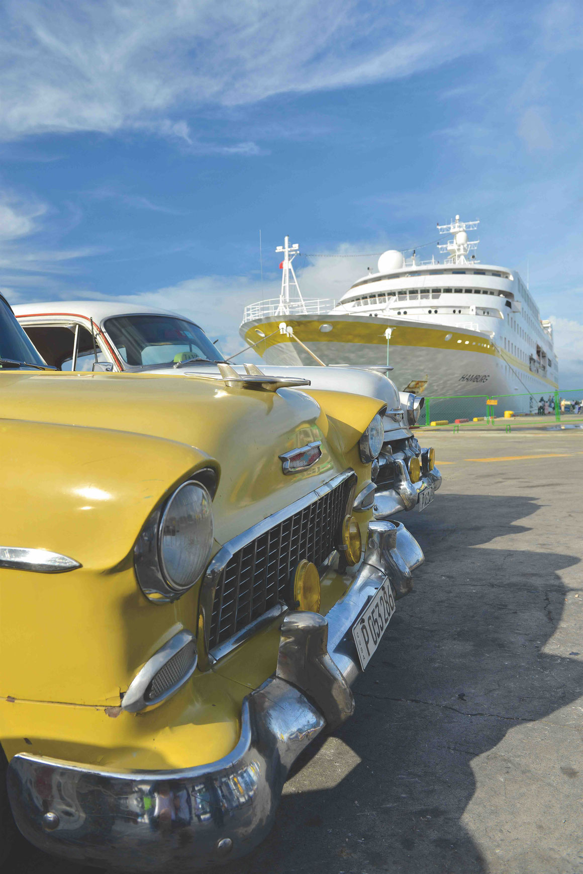 MS Hamburg in Santiago de Cuba