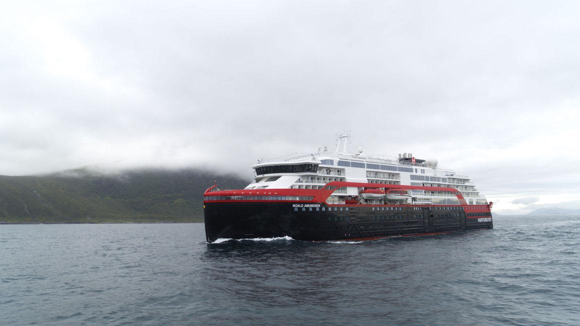 MS Roald Amundsen auf See