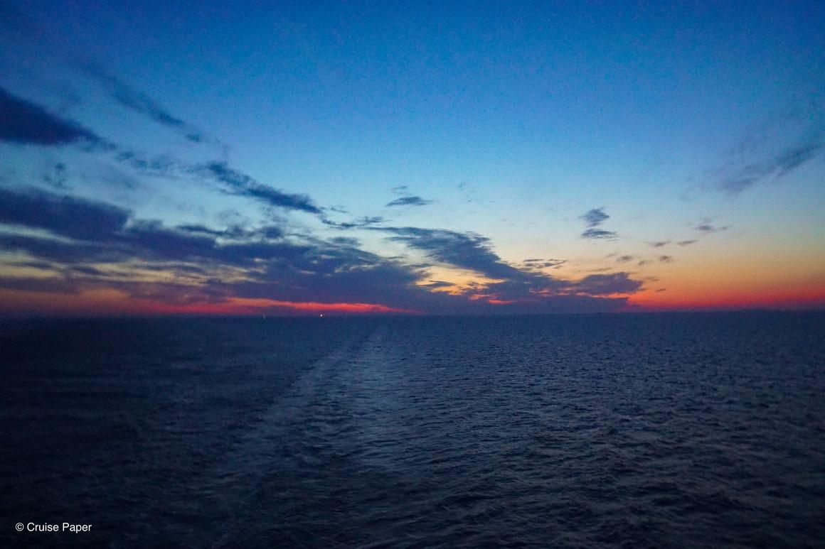 Ein letzter, schöner Sonnenuntergang auf AIDAperla